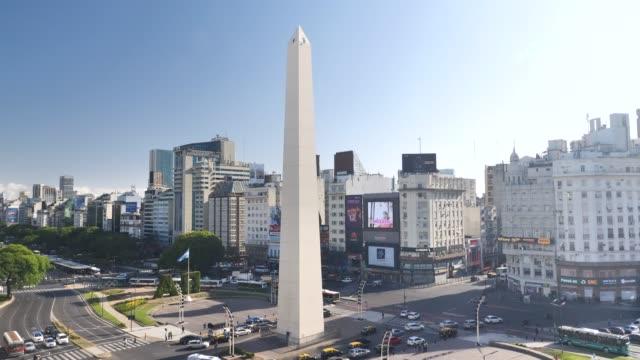 buenos aires dikilitaş plaza de la republica - obelisk stok videoları ve detay görüntü çekimi