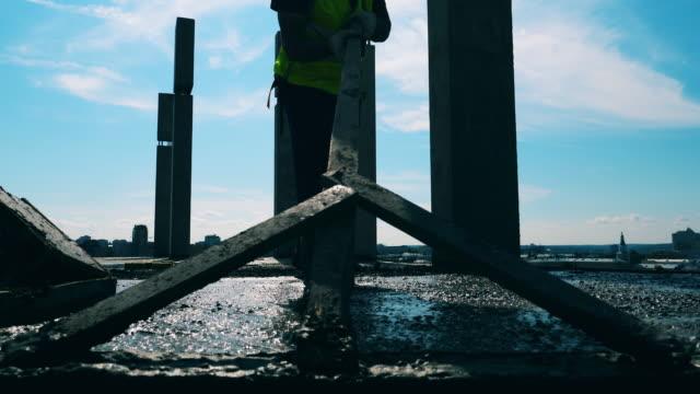 byggnadsnivå betonggolv på en byggplats. - ramverk bildbanksvideor och videomaterial från bakom kulisserna