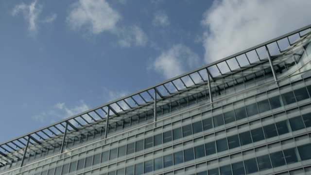 Building cloud reflection, time lapse video