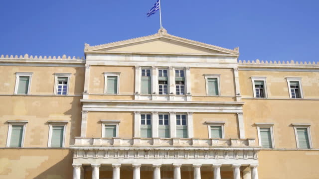 building of hellenic parliament in athens, greece. - grecia stato video stock e b–roll