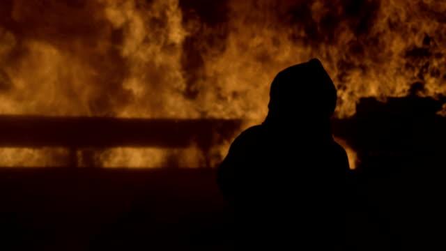 building on fire - incendio doloso video stock e b–roll