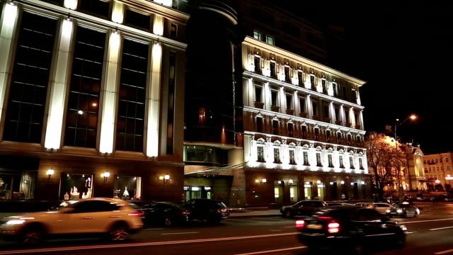 vídeos y material grabado en eventos de stock de edificio con iluminación - señalización vial