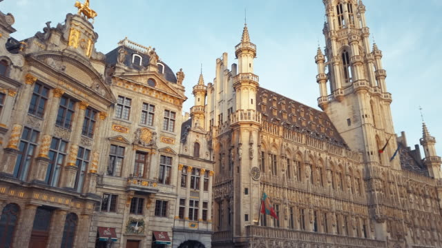 buildings of grand place, brussels, belgium - gothic architecture stock videos & royalty-free footage