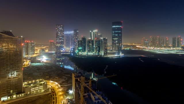 stockvideo's en b-roll-footage met gebouwen op al reem island in abu dhabi nacht timelapse van bovenaf - twilight