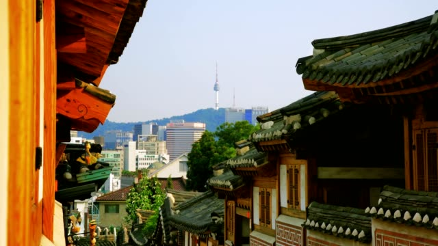 vídeos de stock e filmes b-roll de bukchon hanok village in seoul, south korea - seul