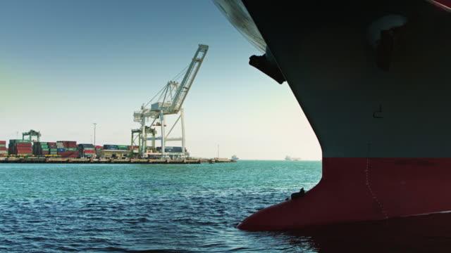 kupig fören på lastfartyg - skrov bildbanksvideor och videomaterial från bakom kulisserna