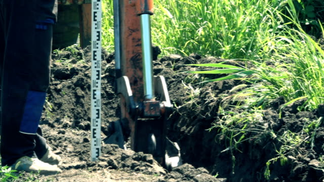 stockvideo's en b-roll-footage met bulldozer graafmachine graafmachine - shovel