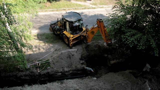stockvideo's en b-roll-footage met bulldozer graaft een geul. - shovel