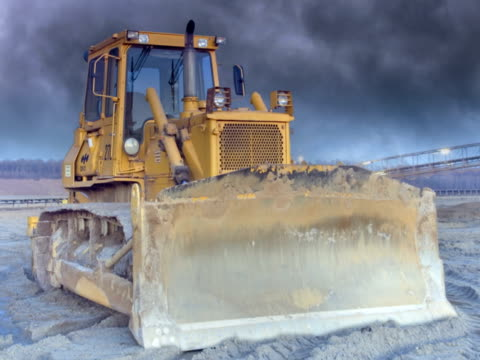 vídeos y material grabado en eventos de stock de ntsc: máquina excavadora - descripción física