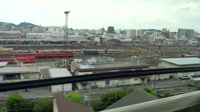bullet train pulling into hiroshima railway station, hiroshima, japan - hiroshima filmów i materiałów b-roll