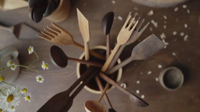 bunch of wooden products in a wooden cup shot from above - szpatułka przybór do gotowania filmów i materiałów b-roll