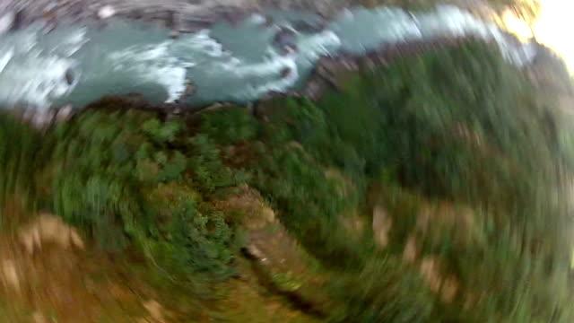 совершите прыжок в непале. 160 метров, высоты. - банджи джампинг стоковые видео и кадры b-roll