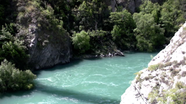 bungee jumping nuova zelanda - bungee jumping video stock e b–roll