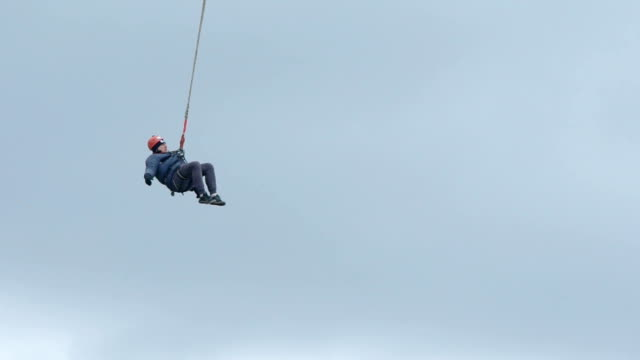 bungee jumper high up in the sky - bungee jumping video stock e b–roll