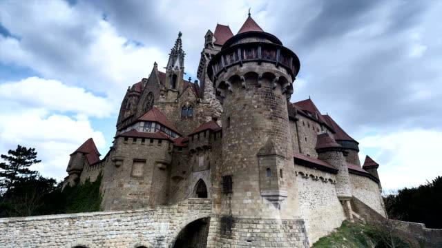 vídeos de stock, filmes e b-roll de burg lapso de tempo de kreuzenstein; - castelo