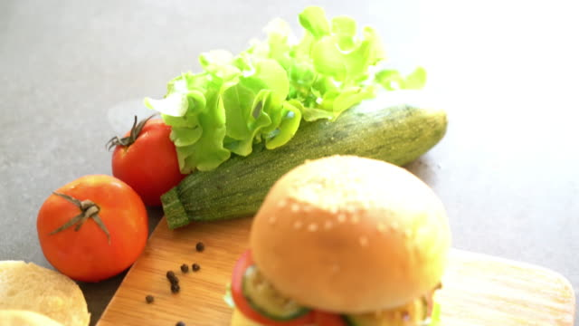 burger with ingredient video