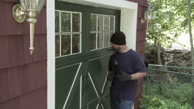 Burglar Opens Door video