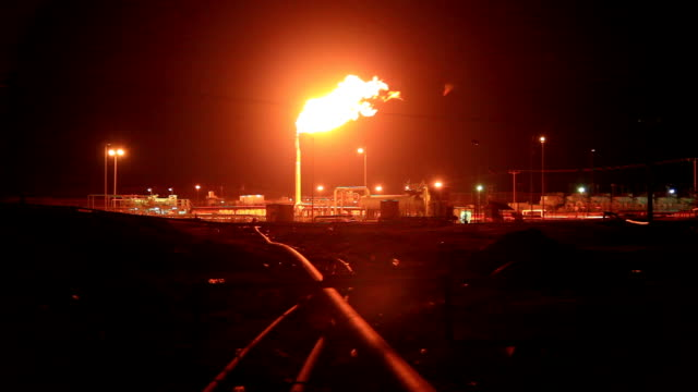 burning gas flare in the desert - cartello economico video stock e b–roll