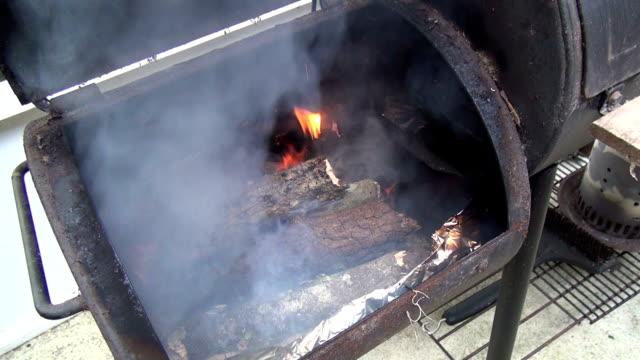 Registros ardentes em um fumador - vídeo