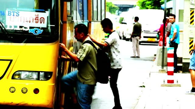 stockvideo's en b-roll-footage met bushalte - bushalte