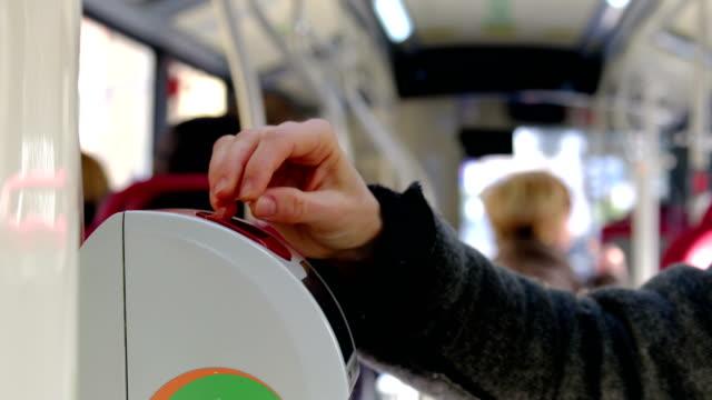 vídeos de stock, filmes e b-roll de bilhete de ônibus inserir validador mão fundo - validação