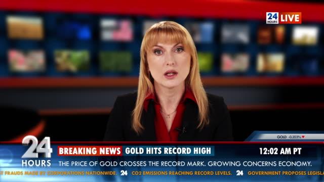 hd: бизнес якоря придает золотой рынок доклад - табло котировок стоковые видео и кадры b-roll