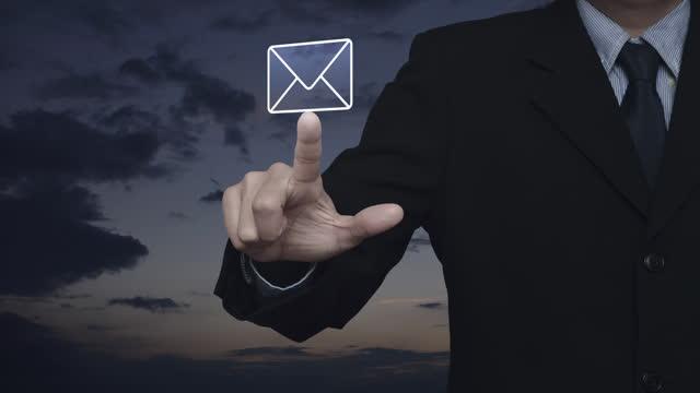 stockvideo's en b-roll-footage met zakelijk contact met ons online concept - e mail