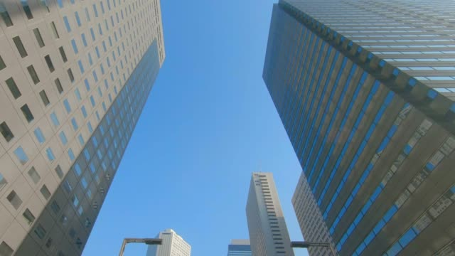 vidéos et rushes de gratte-ciel du quartier des affaires - vue en contre plongée