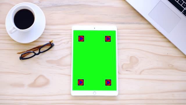 ビジネスだけを取得良くなるこの気の利いた装置を - テーブル 無人のビデオ点の映像素材/bロール