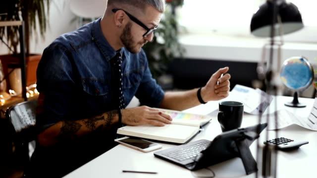 business man talking to client via skype - nuova impresa video stock e b–roll