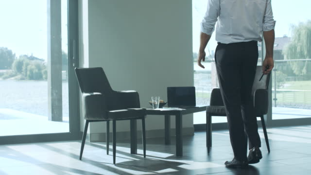 vídeos de stock e filmes b-roll de business man waiting for business meeting. handsome man sitting on chair. - chair