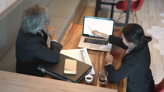 vídeos de stock e filmes b-roll de business meeting and agreement with shaking hand in coffee shop. - senior business woman tablet