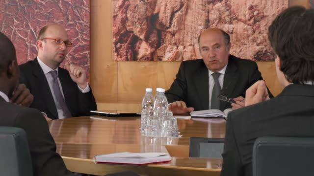 hd: business negotiations - formell klädsel bildbanksvideor och videomaterial från bakom kulisserna