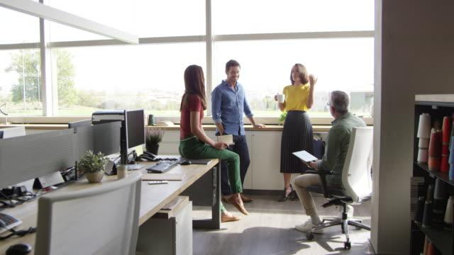 vídeos y material grabado en eventos de stock de gente de negocios en la industria textil - diez segundos o más