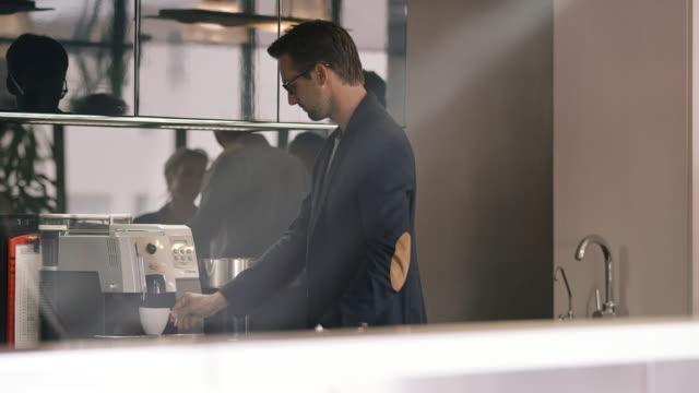 business people in cafeteria - stołówka filmów i materiałów b-roll