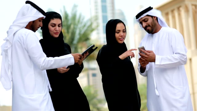 business people in dubai having a conversation - emirati woman 個影片檔及 b 捲影像