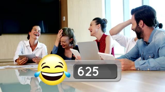 affärsfolk skrattar på kontoret och ansikte med tårar av glädje emoji 4k - moods vector boy bildbanksvideor och videomaterial från bakom kulisserna