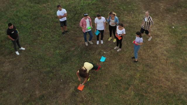 business people learning about teamwork through games during seminar outdoors - продвижение трудовые отношения стоковые видео и кадры b-roll