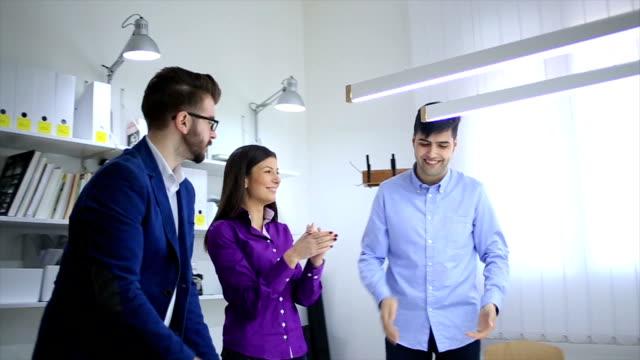 ビジネスチームミーティングに拍手を ビデオ