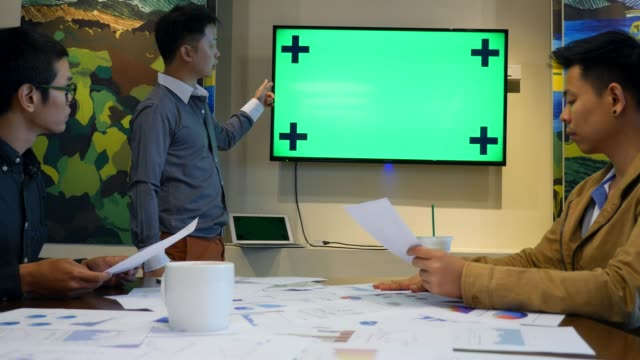 business team meeting, green-screen - reliability stock-videos und b-roll-filmmaterial