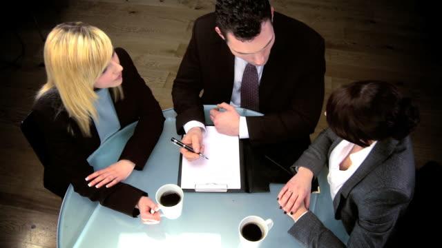 business team - orta plan plan türleri stok videoları ve detay görüntü çekimi