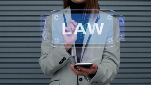 vídeos de stock, filmes e b-roll de a mulher de negócio interage a lei do holograma de hud - assistente jurídico