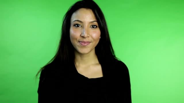 stockvideo's en b-roll-footage met business woman isolated on green screen - stilte