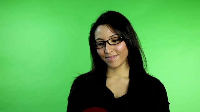 ビジネスの女性に緑色の画面で絶縁 - バレンタイン チョコ点の映像素材/bロール