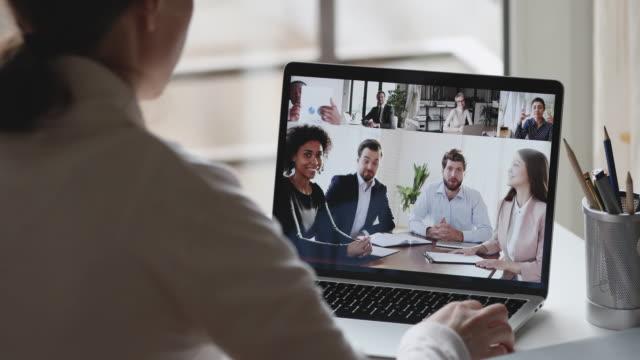 vídeos de stock e filmes b-roll de business woman video conference calling multiracial businesspeople group by webcam - envolvimento dos funcionários