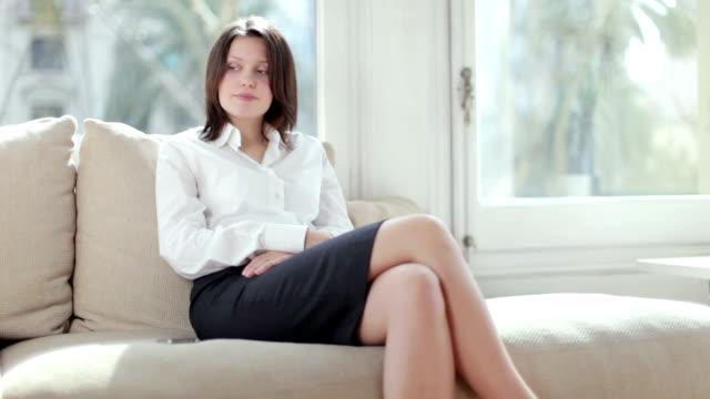 vídeos de stock, filmes e b-roll de mulher de negócios de espera - assistente jurídico