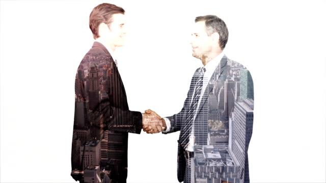 stockvideo's en b-roll-footage met business workers shaking hand with skyscraper overlay - dubbelopname businessman