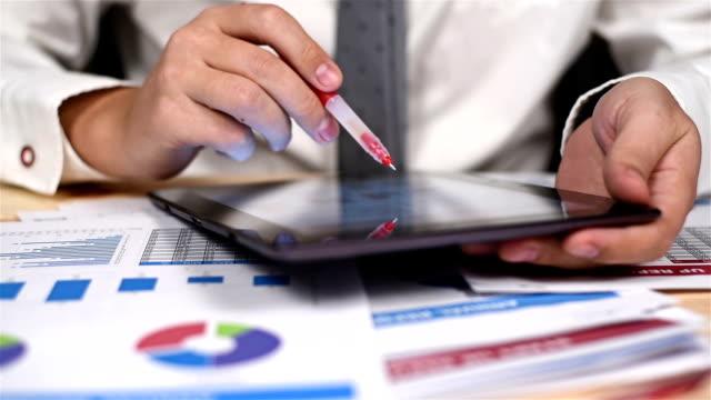 businessman  analyzing financial documents - rapporto video stock e b–roll