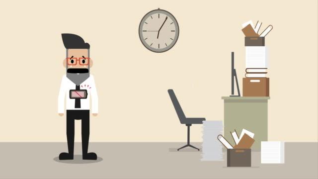 stockvideo's en b-roll-footage met de zakenman op bureau is uitputtend met batterij lege waarschuwing (de conceptbeeldverhaal van het bedrijf) - sleeping illustration