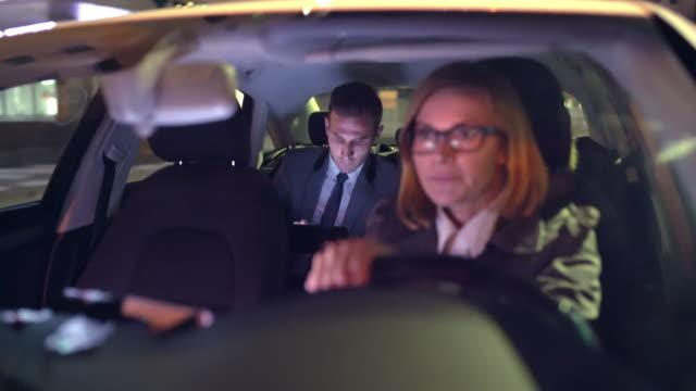 ws businessman being driven by a limousine driver - pasażer filmów i materiałów b-roll